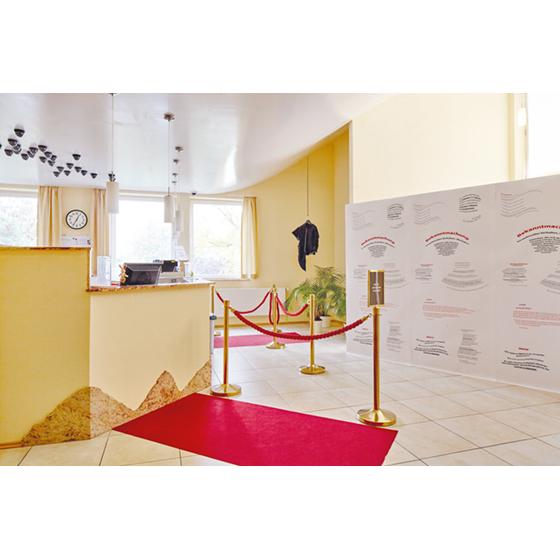 """Ausgewählte Künstlerinnen und Künstler haben die Initiative des Deutschen Kompetenznetzwerk Sucht e.V. (DKNS) durch ein Ausstellungsprojekt mit dem Titel """"SEH(N)SUCHT"""" unterstützt, die Öffentlichkeit auf die Stigmatisierung von Suchterkrankten und Hepatitis-C- Patienten aufmerksam zu machen."""